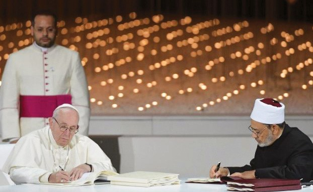 Pope Francis & Grand Imam Ahmed Al-Tayyib sign the Document on Human Fraternity.